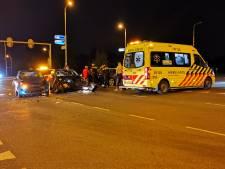 Auto's komen met elkaar in botsing op kruising in Bennekom