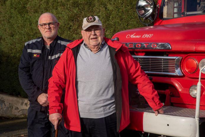 Oud-commandant Gustaaf - Staf Pijpe - Van Den Berge viert zijn 90ste verjaardag met een ritje in de brandweerwagen uit 1960 met Marc Frulleux.