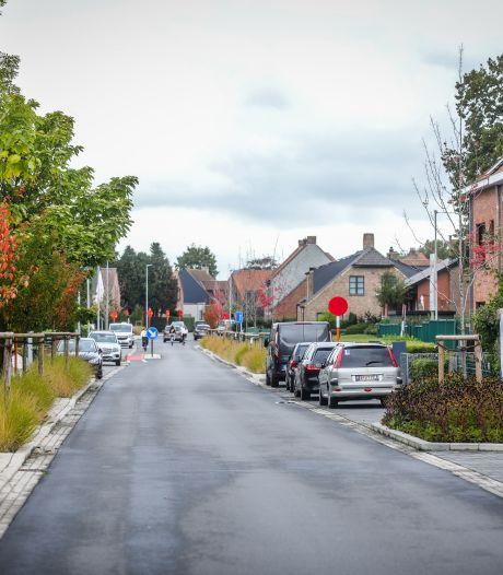 """REPORTAGE. """"Een nieuw stadion midden in een woonwijk? Onvoorstelbaar!"""" Op pad in de Lange Molenstraat, waar ze zich blijven verzetten tegen bouw voetbaltempel Club Brugge"""