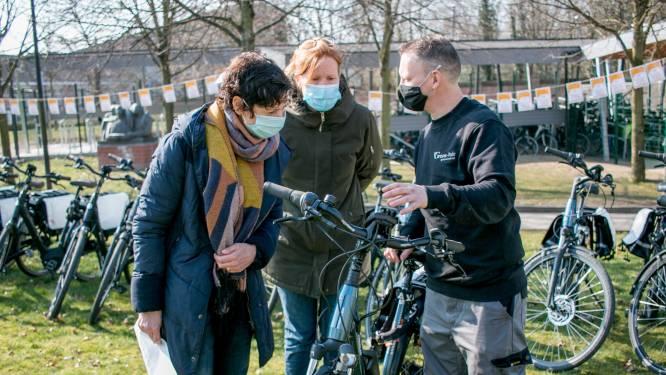 AZ Nikolaas zet in op de fiets: medewerkers testen elektrische fietsen uit voor woon-werkverkeer