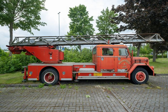 Deze oldtimer van de Lierse brandweer wordt verkocht.