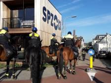 Demonstratie anti-Zwarte Piet in Tilburg gestaakt,  tientallen pro-demonstranten opgepakt