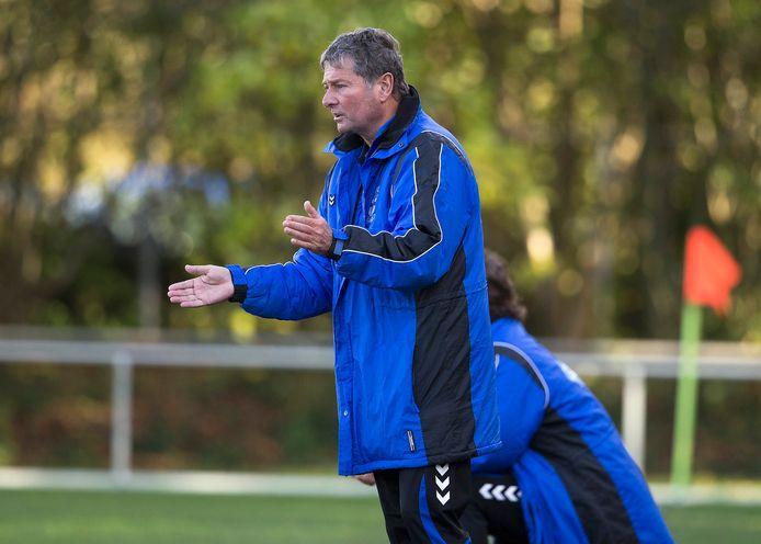 Jan van de Wouw blijft trainer van SV Loo.