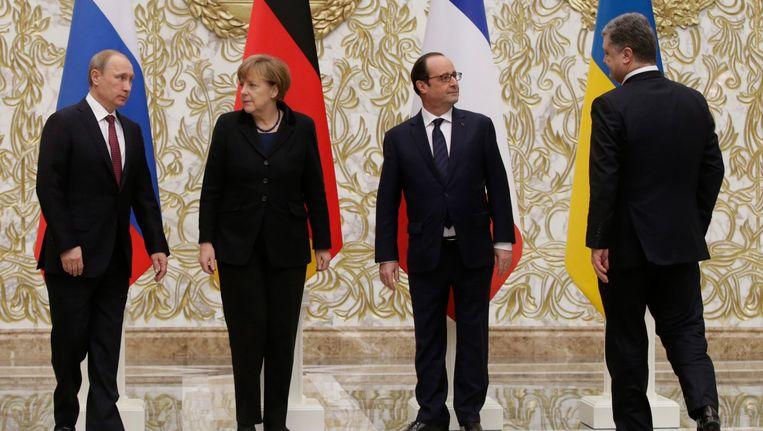 Poetin, Merkel, Hollande en Porosjenko bij aanvang van het overleg. Beeld EPA