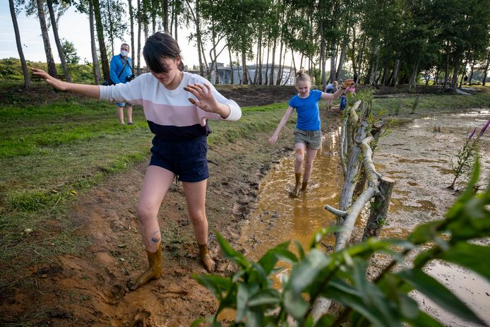 Het blotevoetenpad in Park Fort Liezele in Puurs