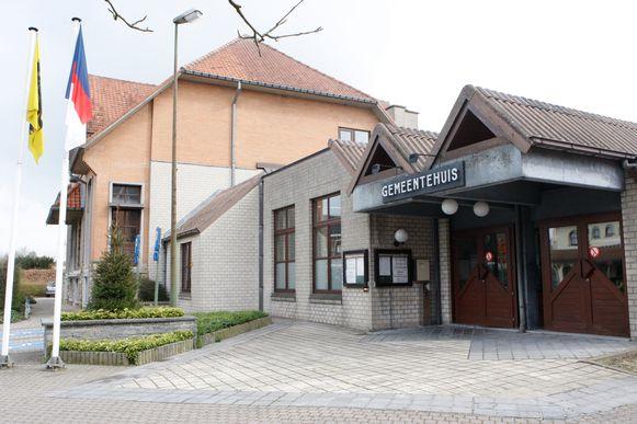 Het gemeentehuis.