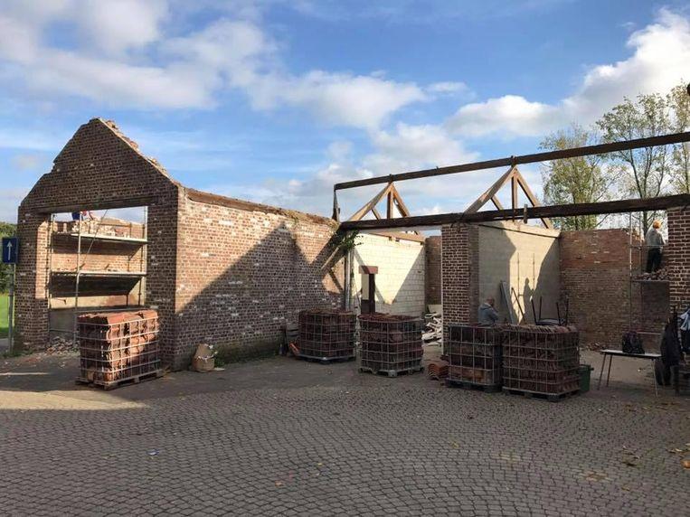 Deze oude en vervallen garages zullen plaatsmaken voor nieuwbouw.