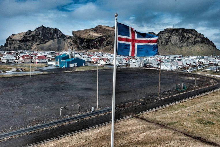 Voetbalvelden op het eilandje Vestmannaeyjar. Beeld Presse sports