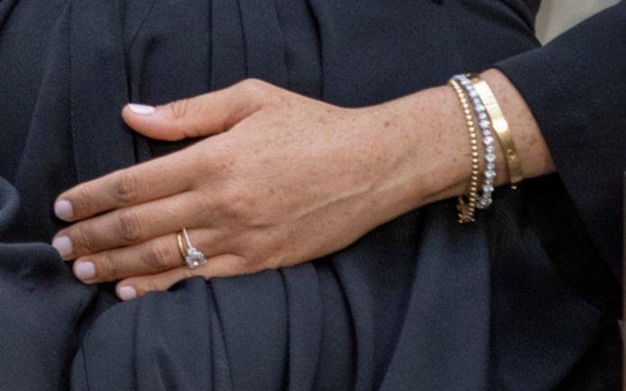 Les bijoux que Meghan portait ce dimanche lors de son interview avec Oprah Winfrey.