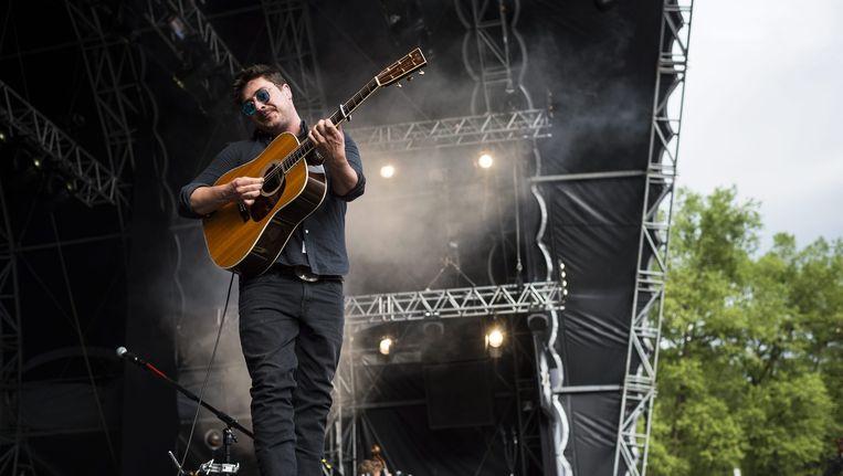 Mumford & Sons-voorman Marcus Mumford tijdens een festival in Zwitserland. Beeld epa