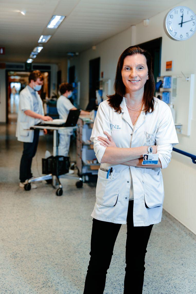 Sylvie Rottey: 'Mogelijk zien we straks tumoren die veel verder gevorderd zijn dan bij een tijdige diagnose. We houden ons hart vast.' Beeld Damon De Backer