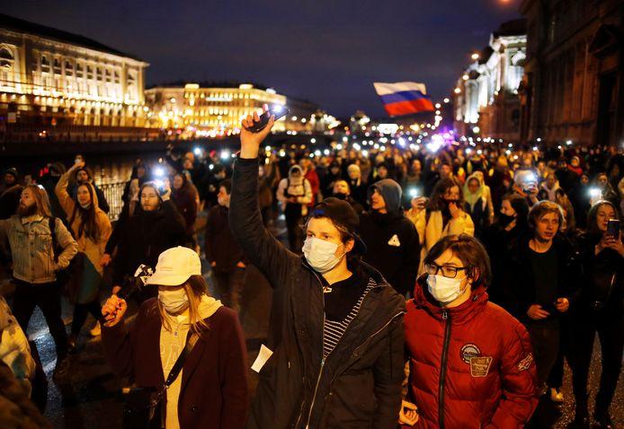 Net op de dag dat de Russische president Vladimir Poetin z'n jaarlijkse 'State of the Union' hield, trokken in het hele land mensen de straat op. Ze eisten de vrijlating van Aleksej Navalny.