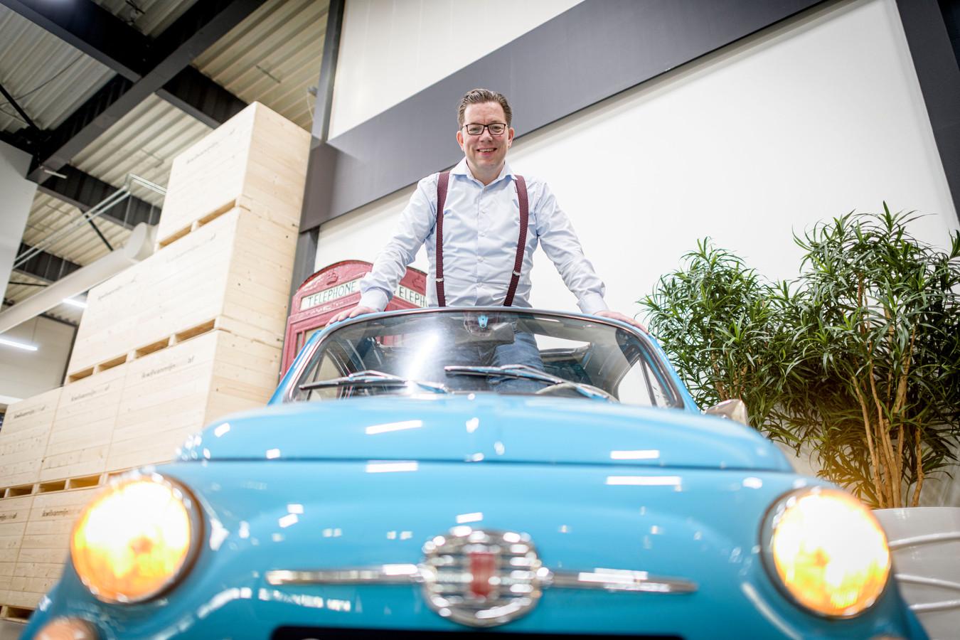 Bas Oude Luttikhuis, eigenaar en oprichter van Mister Wheelson, een bedrijf dat bemiddelt bij de verkoop van auto's.