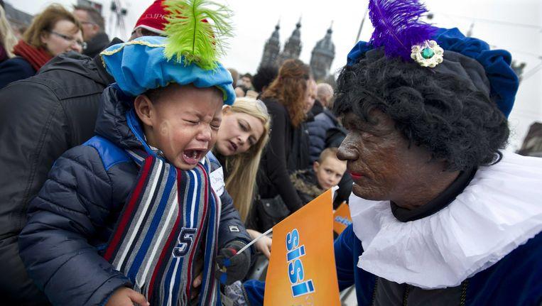 Zwarte Piet tijdens de sinterklaasoptocht in Amsterdam. Beeld anp