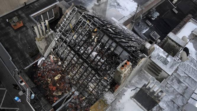 Brand verwoest twee verdiepingen in woning