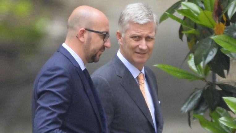 Charles Michel, de nieuwe informateur en koning Filip. Beeld belga