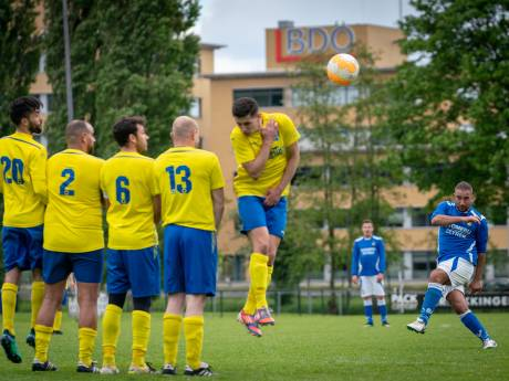 Trainer Jhon van Beukering ziet half elftal opstappen: 'Jongens hebben geen zin meer'