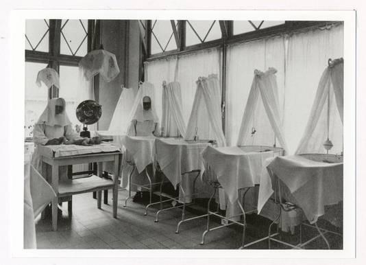 Babykamer van de stichting Moederheil rond 1930