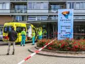 Man loopt met mes op de keel door woonzorgcentrum Helmond, steekt zichzelf en overlijdt: ouderen huilend naar buiten