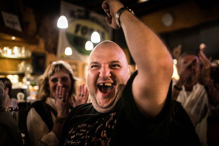 Feestvreugde in Ninove: 'Ninoof is van ons!' Beeld Bas Bogaerts