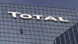 Franse 'spiderman' klimt zonder beveiliging 48 verdiepingen naar omhoog