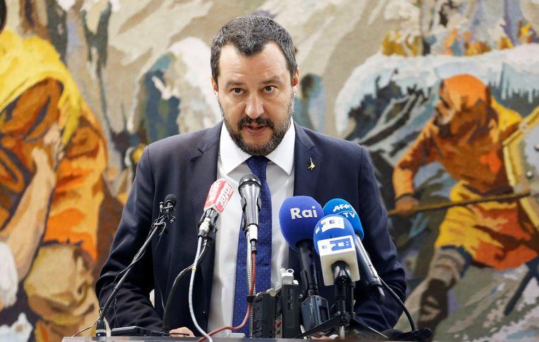 De eurosceptische vicepremier en Lega-topman Matteo Salvini heeft, bij monde van zijn economisch adviseur, gepleit voor een eigen munt.  Beeld REUTERS