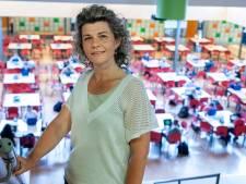 Bezorgde docent Andrea voelt zich nu niet veilig op school: 'Als ik mijn eerste prik heb gehad, zal er een last van mijn schouders vallen'