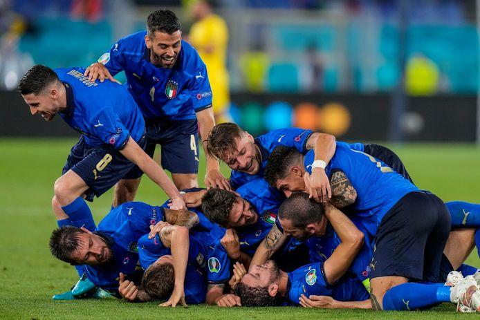 Italië viert de tweede goal van Manuel Locatelli.