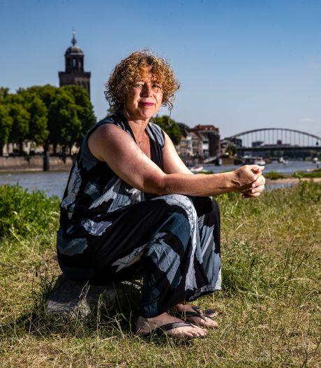 Raadslid zat tussen de feestende jongeren in Deventer en keek ogen uit: 'Dit kan niet langer, we moeten jeugd meer bieden'