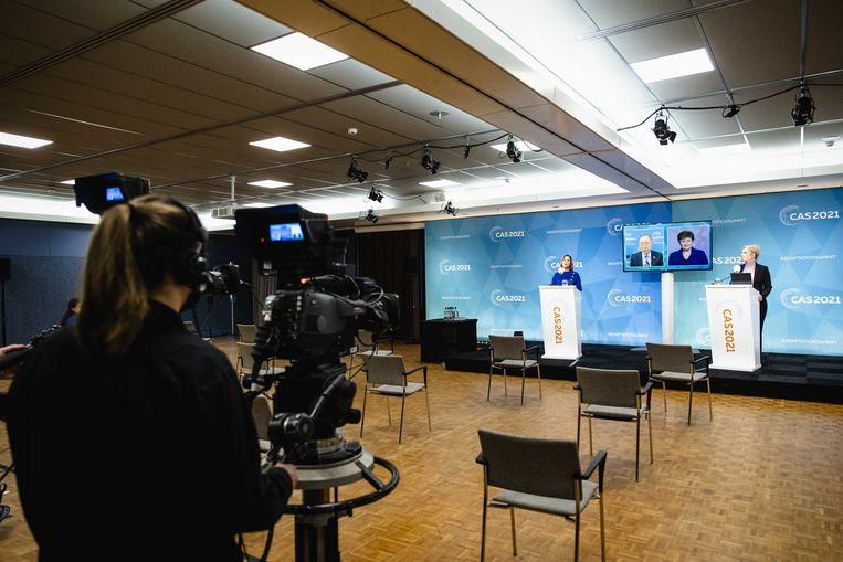 Cora van Nieuwenhuizen, demissionair minister van infrastructuur en waterstaat, Ban Ki-moon, voormalig secretaris-generaal van de VN, en Kristalina Georgieva, directrice van het IMF, tijdens de digitale mondiale klimaattop. Beeld ANP