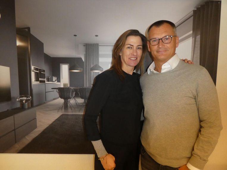 Interieurontwerper Mariska Jagt: 'Alles is standaard-plus. Het comfort spreekt sowieso voor zich.' Met investeerder Eelko van Kooten. Beeld Schuim