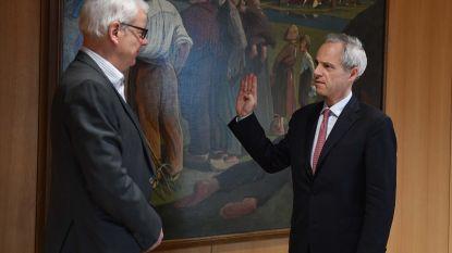Burgemeester Waucquez legt eed af bij gouverneur