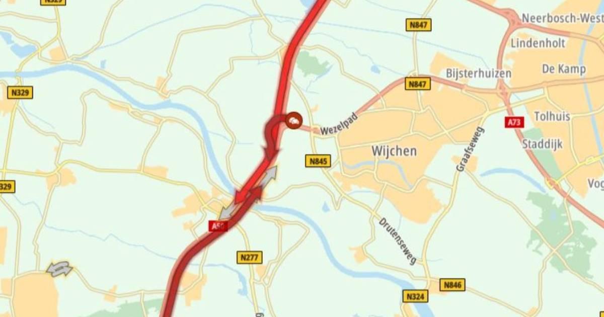 Lange file op A50 over Maas bij Ravenstein door ongeval: meer dan uur vertraging.