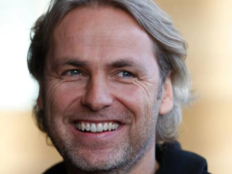 Beruchte Koningslied-zin John Ewbank krijgt plek in Van Dale