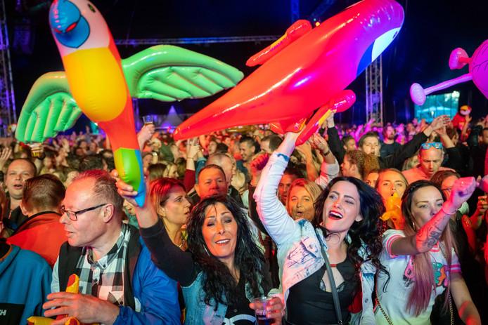 Het publiek deed zaterdagavond tijdens Feestbeesten enthousiast mee.