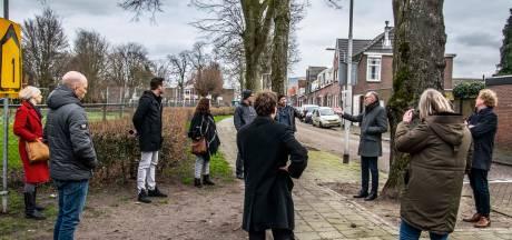 Wethouders bezoeken buurt Ligthartschool na vondst dode man: 'We kunnen daklozen niet opsluiten'