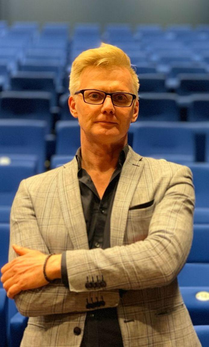Jan Bertil Pool van Cultuurplein is op zoek naar kunstzinnige lhbti-ers in de regio.