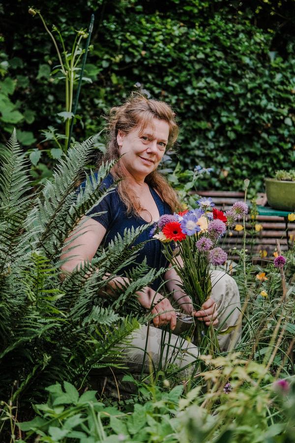 """Evelien Spoelder: ,,Ik ga elke vrijdagochtend vroeg naar de bloemenmarkt op het Lieve Vrouwekerkhof, vaste prik."""""""