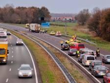 Ongeluk met vrachtwagen op A29 bij Willemstad: weg weer vrij