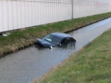 Auto belandt in Kwintsheuls water