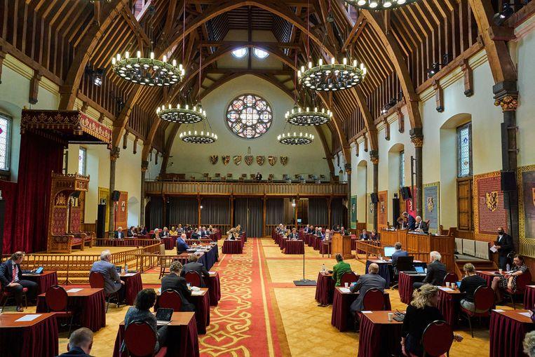 De Eerste Kamer in vergadering over de spoedwet waarmee de avondklok nu moet worden geregeld.  Beeld ANP