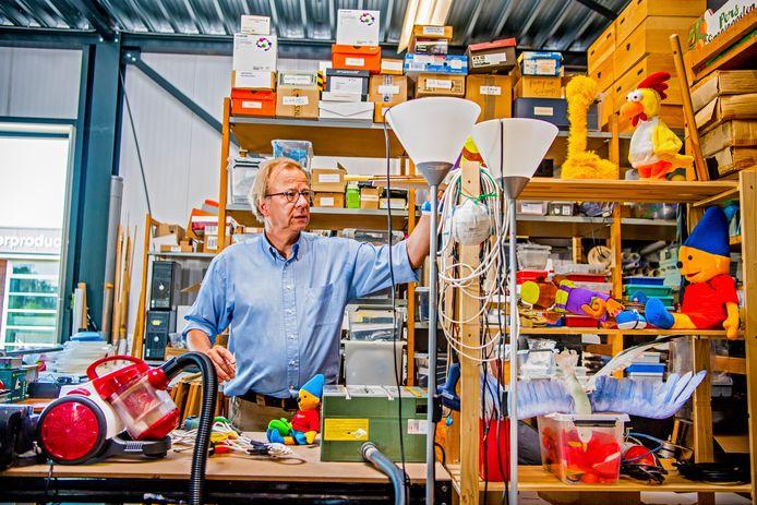 Wim Wijting in zijn gedeelte van de kantoorruimte van Ballen Enzo in Moordrecht: ,,we proberen een band op te bouwen met onze klanten.''