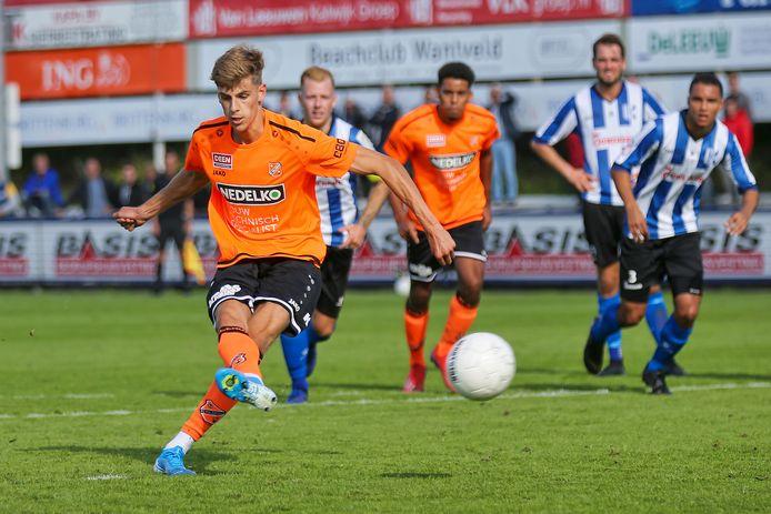 Roy Tol scoort voor Jong FC Volendam tegen Quick Boys, in het seizoen 2019 - 2020.