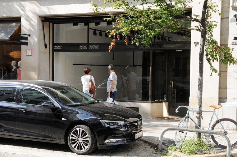 'Te huur'. 'Sorry, verhuisd'. De commerciële leegstand treft nu ook de Schuttershofstraat. Onder andere Tommy Hilfiger en Karl Lagerfeld trokken er al weg.