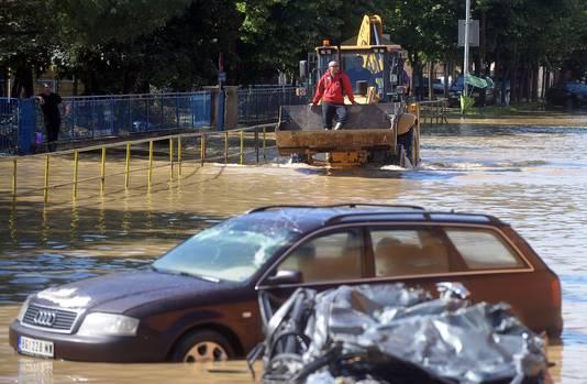 Overstroomde straten in Obrenovac, in Servië.