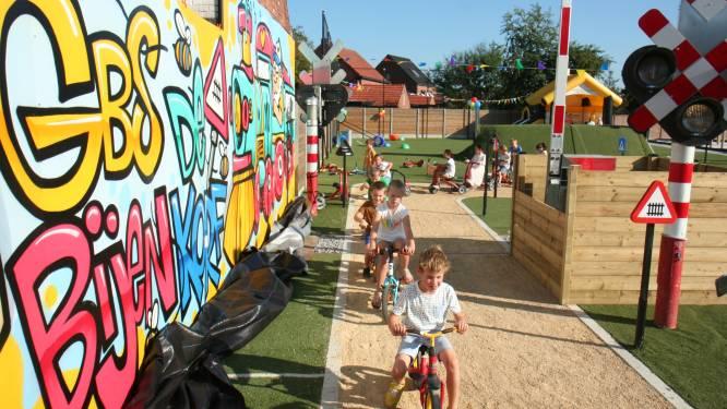 Basisschool De Bijenkorf viert honderdjarig bestaan met opening van verkeerspark