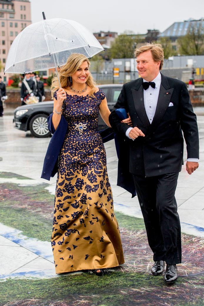 Koning Willem-Alexander en koningin Máxima tijdens een bezoek aan de Noren in 2017.