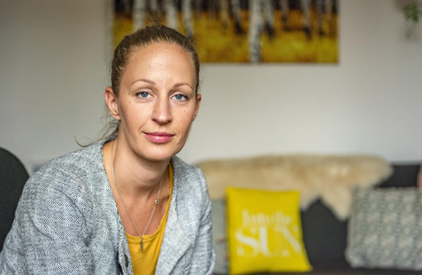 Hester Appelman loopt elke dinsdag mee in een stille tocht tegen het nieuwe normaal. De stress in de samenleving dreigt volgens haar een groter gezondheidsrisico te worden dan corona zelf.