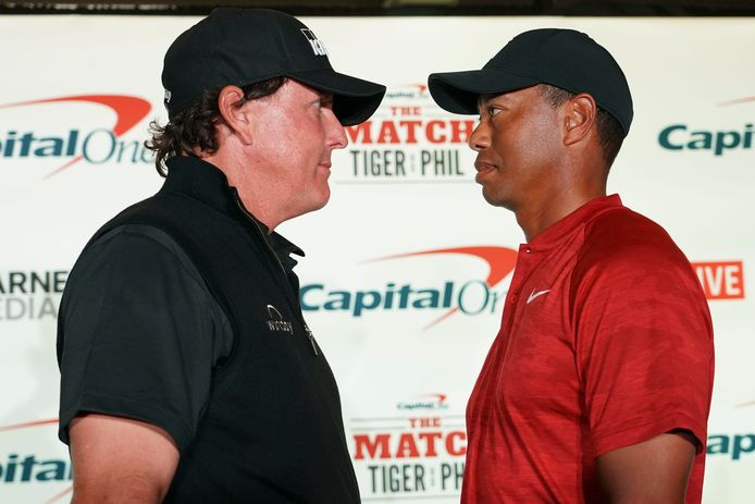 Phil Mickelson (links) en Tiger Woods.