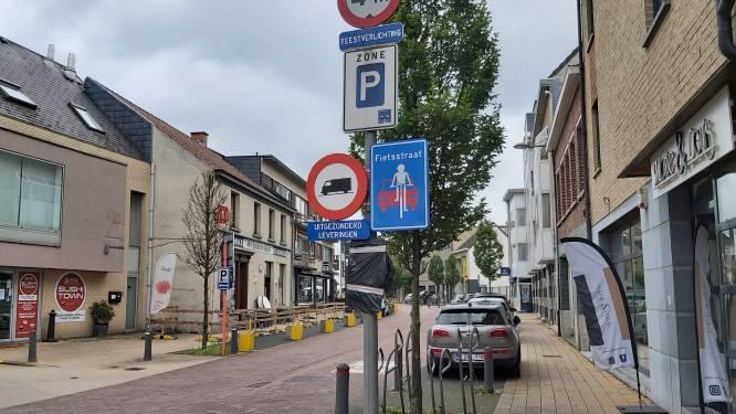 """Fietsers voortaan baas in Schelse dorpskern: """"Kinderen kunnen nog veiliger naar school fietsen"""""""